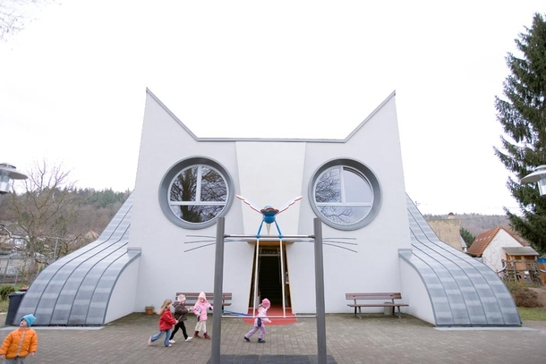 kindergarden cat architecture